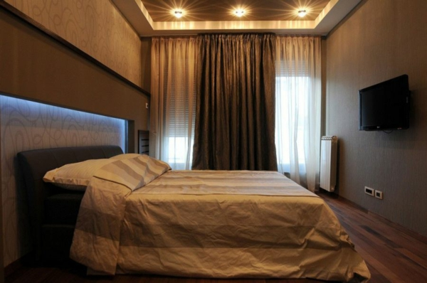 exklusive penthousewohnung schicke bettwäsche mit breiten streifen