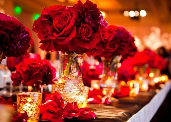 extravagante Hochzeitsdekoration liebe rot rosen tischdeko