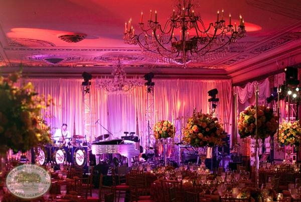 klassische einrichtung lila rosa gemischt farben gardinen piano musik