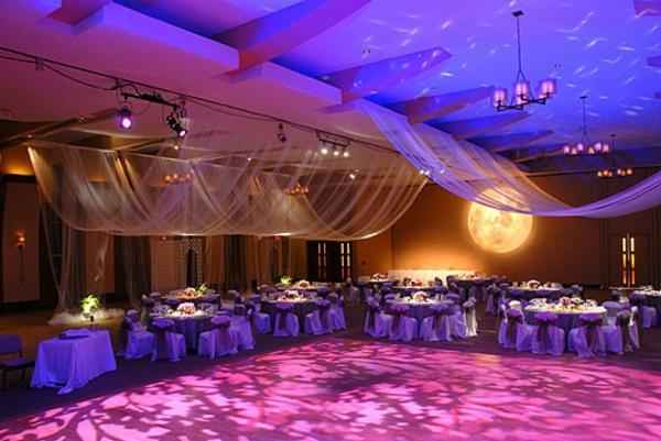 extravagante Hochzeitsdekoration tanzen beleuchtung