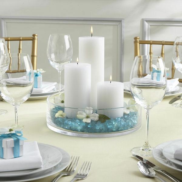 extravagante Hochzeitsdekoration zart weiß blau tischdeko kerzen