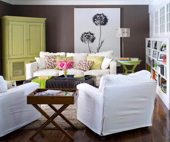 familienfreundliche wohnzimmer limefarbener kleiderschrank