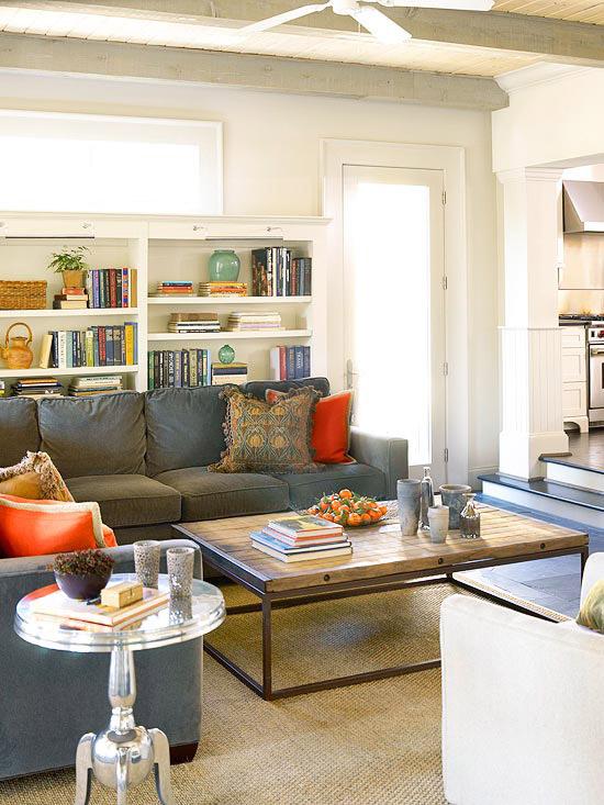 familienfreundliche wohnzimmer silberglänzender beistelltisch
