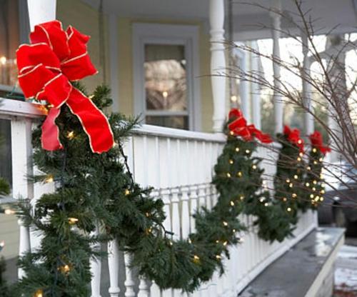 girlanden schleife laub grün balkon veranda weihnachten