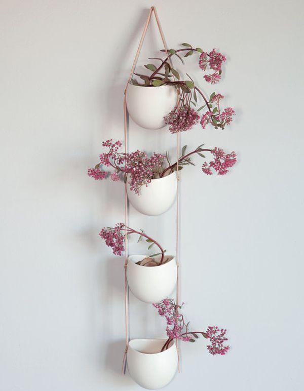 hängende blumentöpfe zimmerpflanzen luftige rosa wand deko