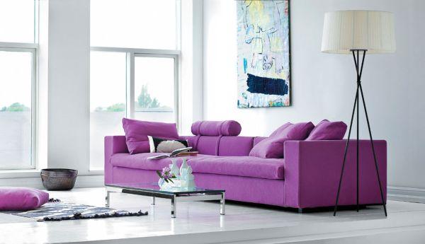 herbstfarben neue trends violette couch und moderne wandkunst