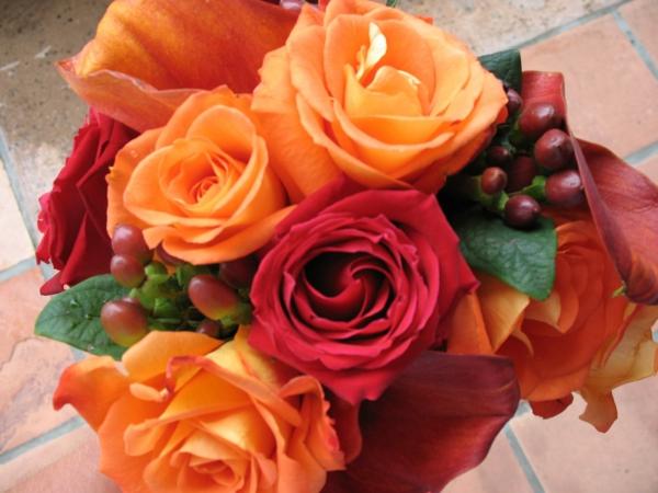 hochzeit im herbst erstaunlich brautboquet rosen orange rot