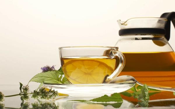 kaffee oder tee trinken tasse zitrone minze teekanne