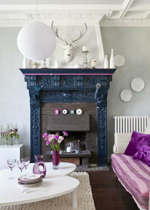 kamin dekoration dunkelgrau mit violetter kante