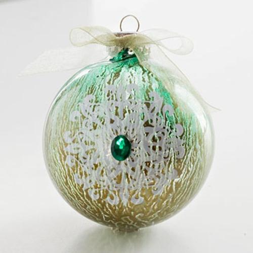 kreativer christbaumschmuck schneekristall mit großem glitzerstein