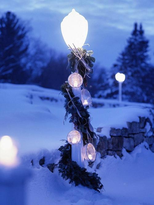laternen lampenpfahl girlanden kugel leuchtend weihnachten