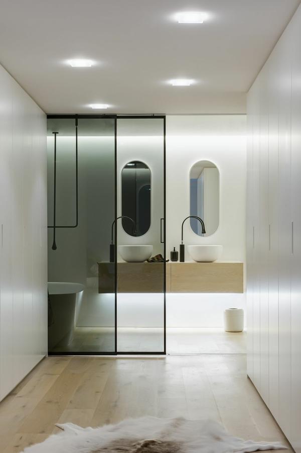 luxus badezimmer fellteppich helles parkett