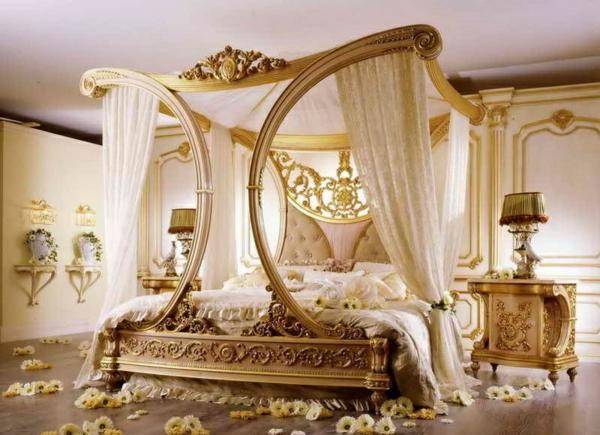Luxus schlafzimmer mit himmelbett  Luxus Einrichtungsideen - möchten Sie wie in einem Schloss leben?