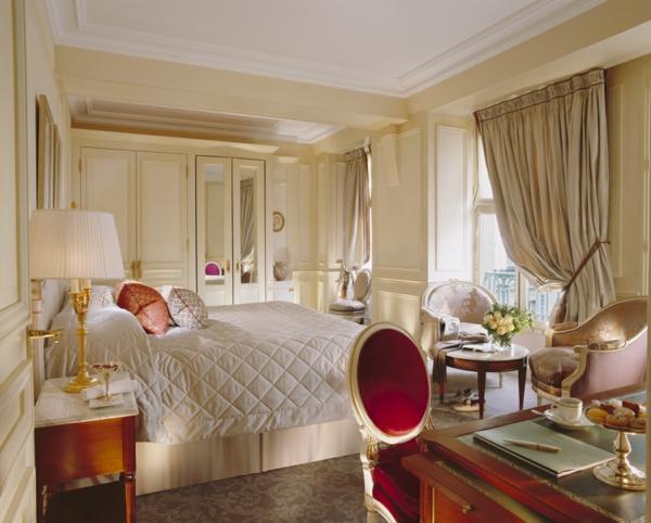 luxus einrichtungsideen knall roter stuhl mit ovaler lehne