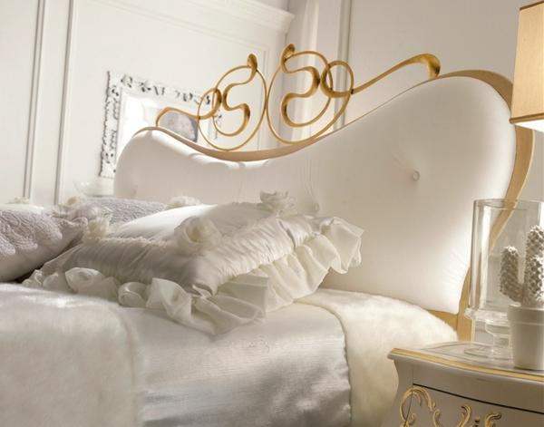 luxus einrichtungsideen kopfteil mit schlangenförmigen goldornamenten