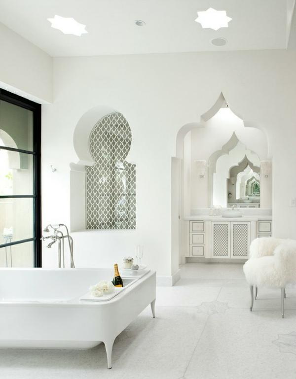 marokkanisches haus fell hocker und geräumige badewanne