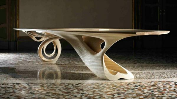 massivholz tisch wirbelnde formen helle nuance