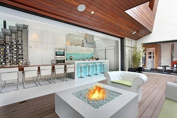 moderne luxusvilla holzdielen und quadratische feuerstelle
