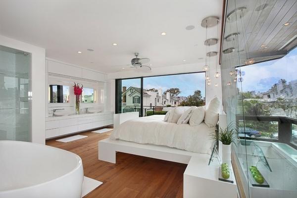 moderne luxusvilla mit panoramafenster und einbauleuchten