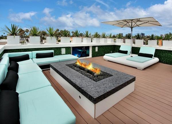 moderne luxusvilla offene feuerstelle auf der dachterrasse