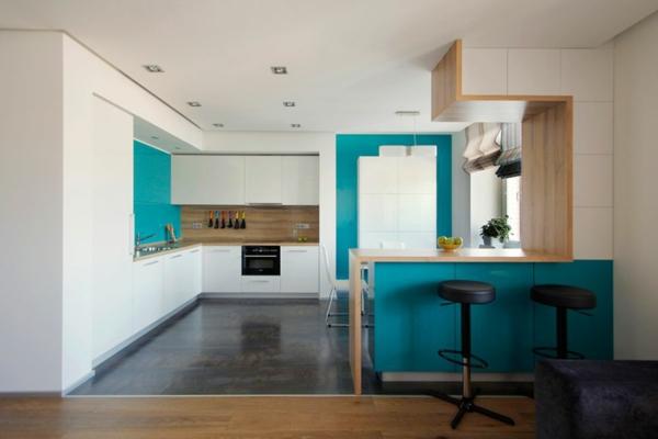 modernes apartment küchenrückwand aus hellem holz mit grober maserung