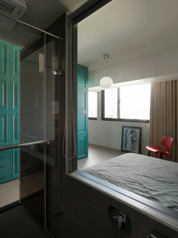 modernes- wohnen gläserne trennwand zwischen bad und schlafzimmer