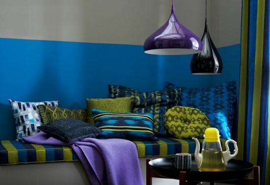 raumgestaltung mit farben blau grün sofa lila
