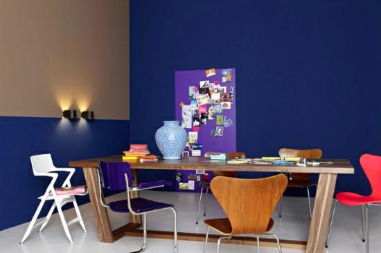 raumgestaltung mit farben blau wandfarbe cremig essbereich holz