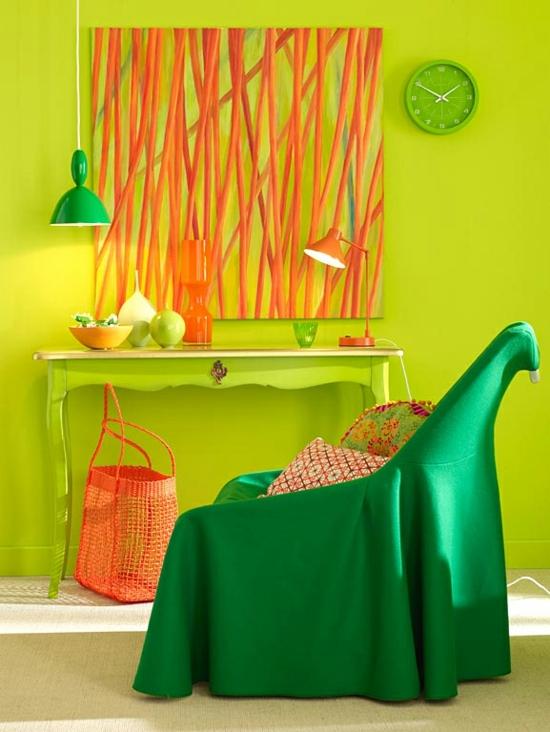raumgestaltung mit farben orange grün sessel grell