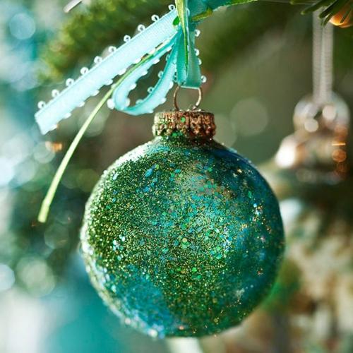 schicke weihnachtskugeln türkis und grün