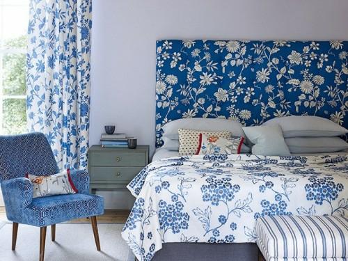 schlafzimmer wohnkultur muster heimtextilien blumen weiß blau