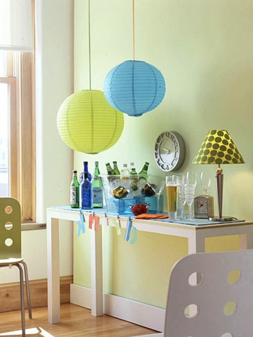 silvester party pendellampen rund aus papier und gepunktete nachttischlampe