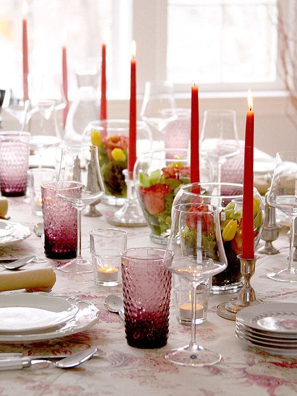 stilvolle dekoideen rote kerzen magenta gläser