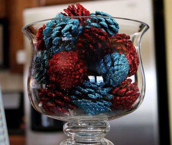 tannenzapfen und herbstblätter dekoideen mit glitzer in rot und blau