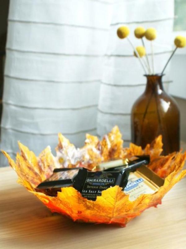 tannenzapfen und herbstblätter dekoideen schale aus ahornblättern