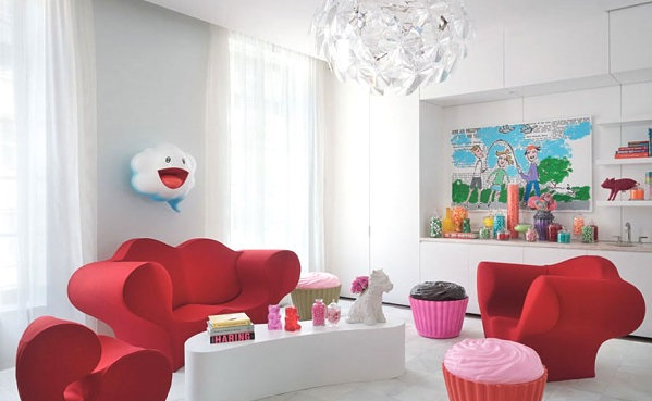 vintage style cupcake hocker und rote sessel und couch