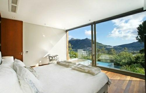 weiß einrichtung wellnes glaswände schlafzimmer naturumgebung