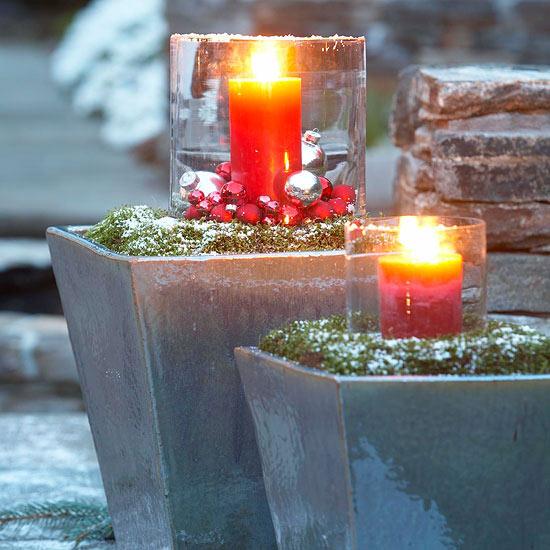 weihnachten außendekoration windlichter aus glas große rote stumpenkerzen