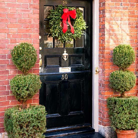 weihnachten deko kranz eingangsbereich rot schleife