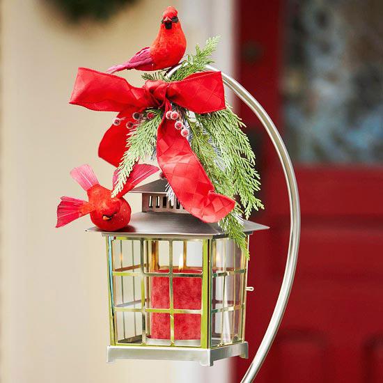 weihnachten verzierung ornamente eingang rot kerzen vogel