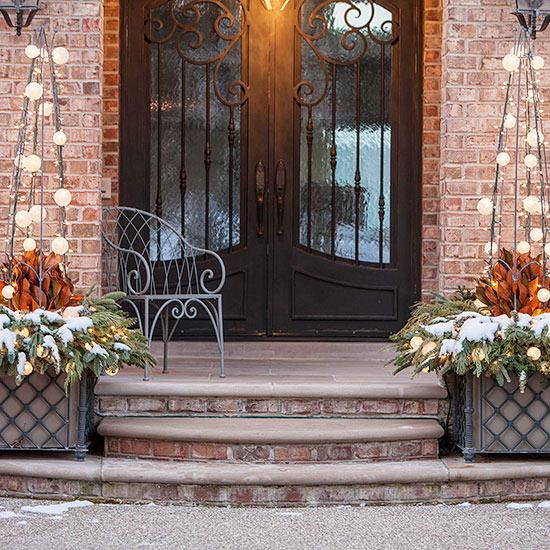 weihnachten verzierung ornamente eingang treppen immergrün schnee