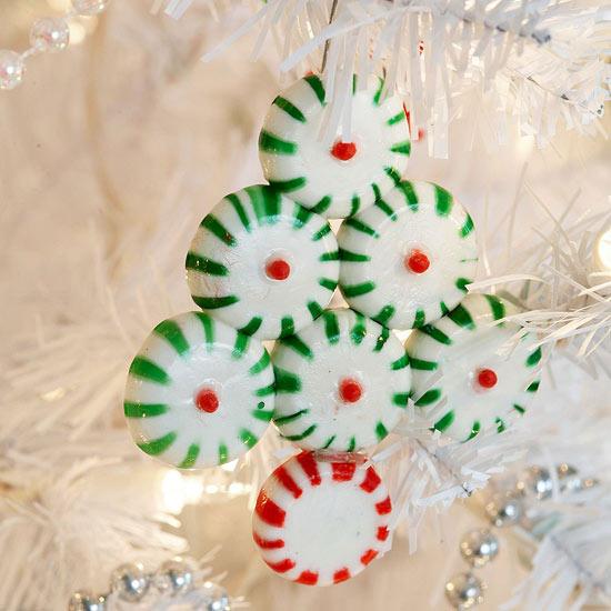 weihnachtsdeko basteln aus bunten bonbons