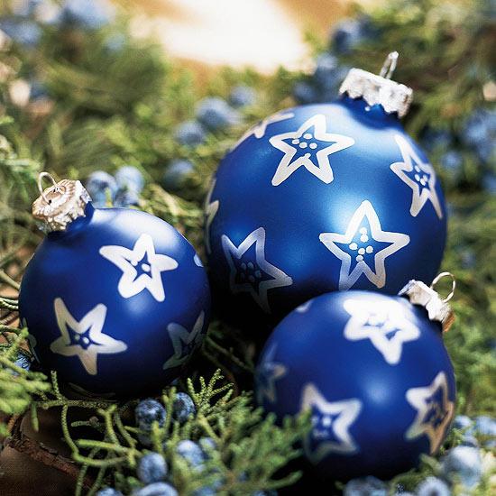 weihnachtsdeko basteln bälle marineblau mit sternen