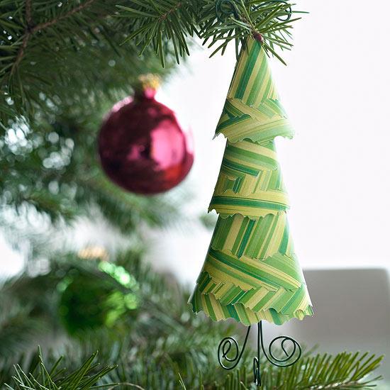 weihnachtsdeko basteln papier bäumchen in grün