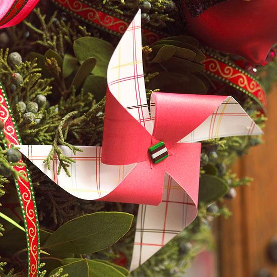 weihnachtsdeko basteln windrädchen in rot und kariert