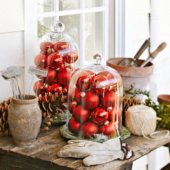 weihnachtsdeko ideen winter verzierung holztisch veranda schmuck