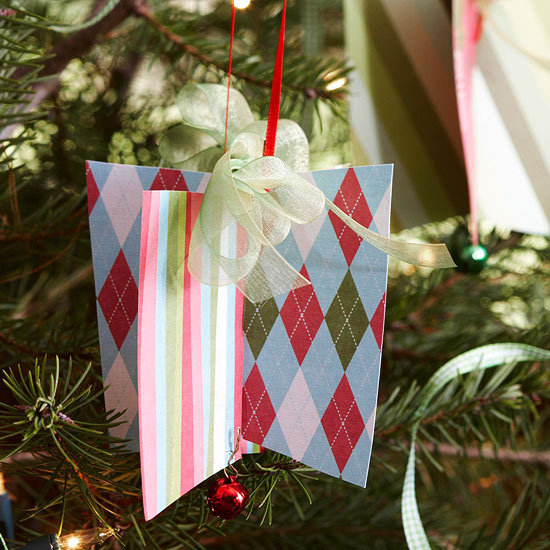 weihnachtsdekoration aus papier alte geschenktüten