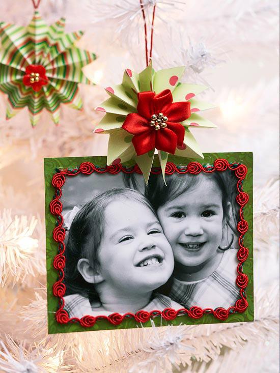 weihnachtsdekoration basteln rahmen papier familienfoto