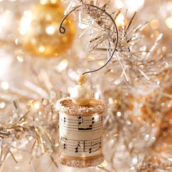 weihnachtsdeko basteln weihnachtskugel papier beige gold