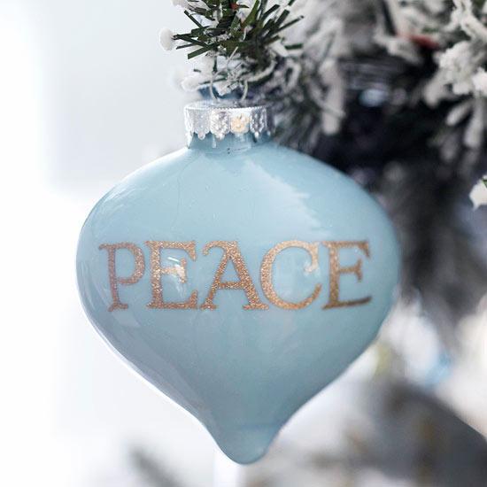 weihnachtsdekoration basteln weihnachtskugel peace